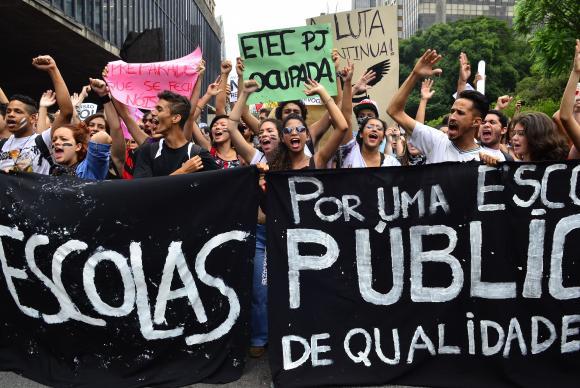 protesto escola pública