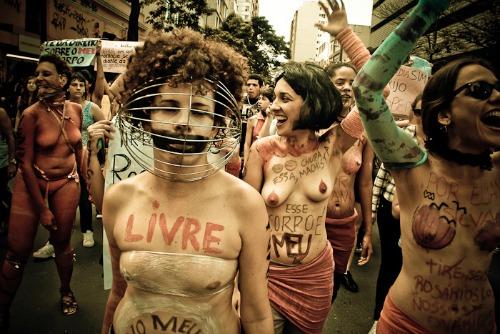 marcha_das_vadias monstro
