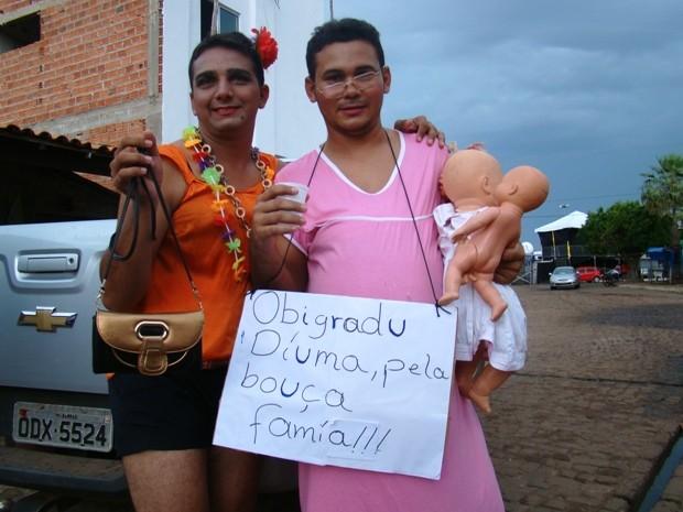 homem-vestido-bolsa_familha