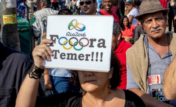 """Fora Temer"" - manifestação nas Olimpíadas"