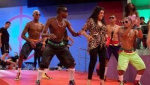 Regina Casé dança funk