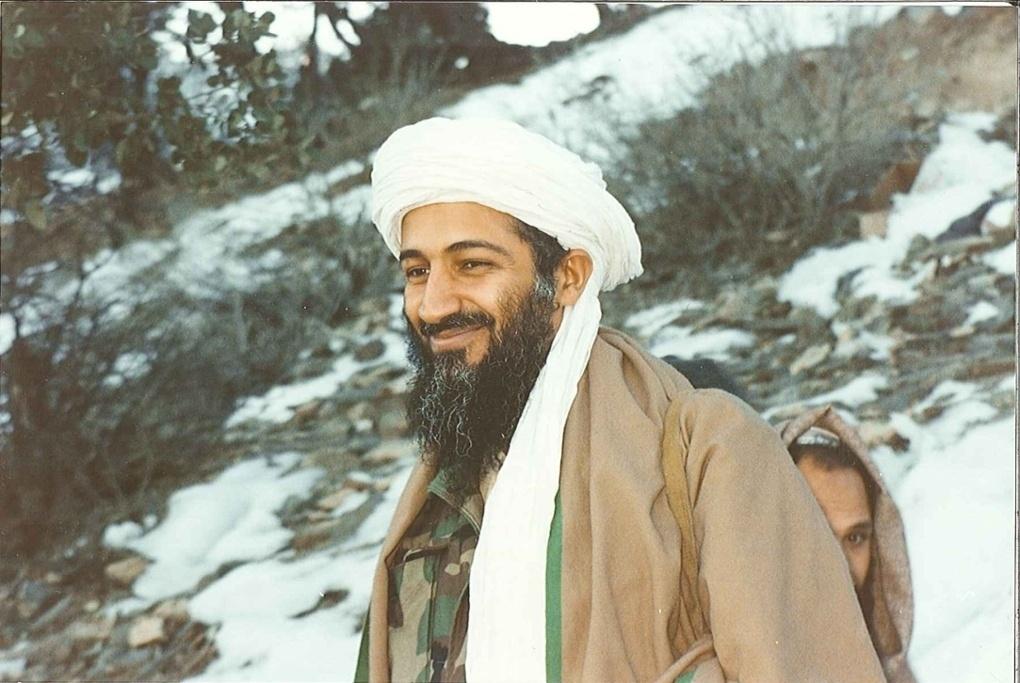 Osama bin Laden - caminhando em Tora Bora