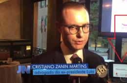 Cristiano Zanin, advogado de Lula, ao lado de notebook com a campanha #StandWithLula, coberta pelo Mídia Ninja, no Jornal Nacional.