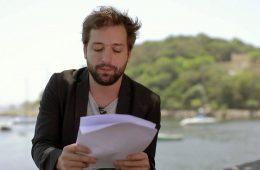 Gregório Duvivier lê carta de demissão
