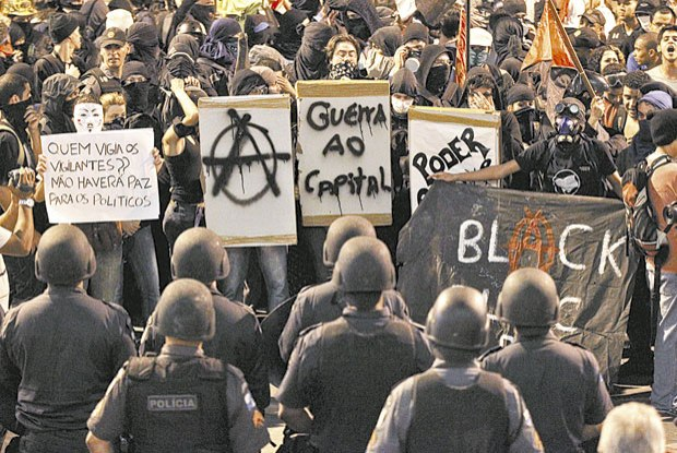 Black bloc vs PM