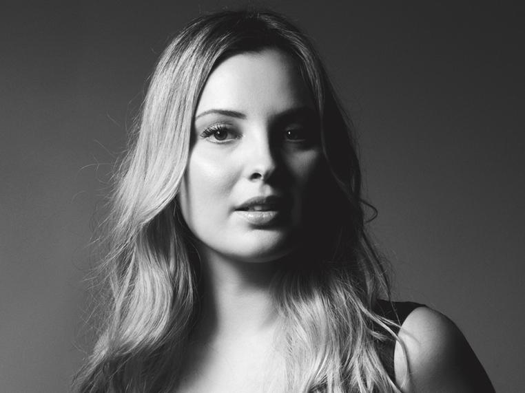 Marcela Temer, preto e branco