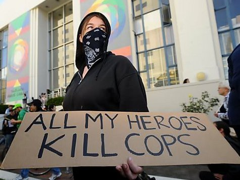 "Black bloc no Occupy Wall Street: ""All my heroes kill cops"" (Todos os meus heróis matam policiais)."