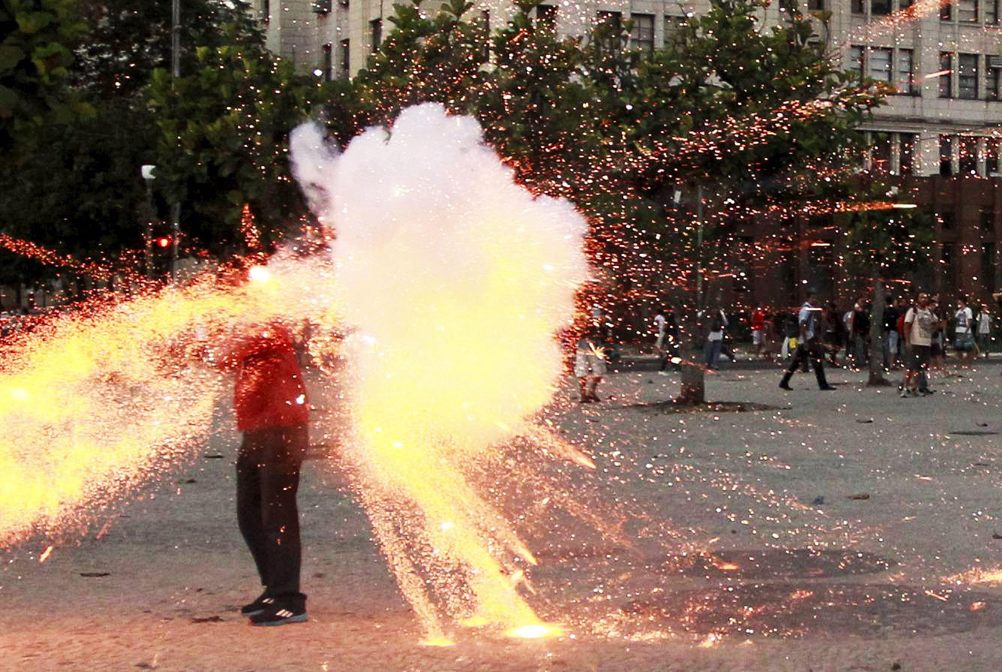 Santiago Andrade, cinegrafista da Band assassinato por um rojão atirado por dois usuários da tática black bloc