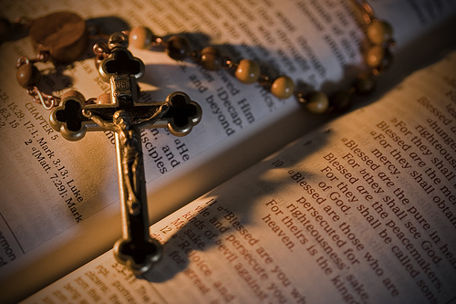 Rosário - terço e Bíblia