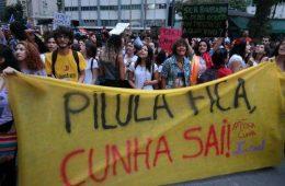 Comunistas pregando contra Eduardo Cunha e a favor da pílula (aborto)
