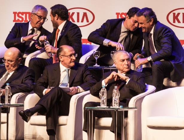 """Sérgio Moro e Aécio Neves no prêmio """"Brasileiros do Ano"""" da Istoé"""
