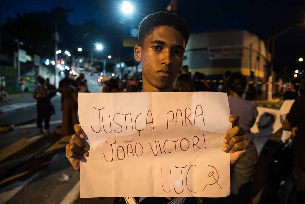 Protesto pelo menino João Victor e contra o Habib's é organizado pela UJC, União da Juventude Socialista, do PCB
