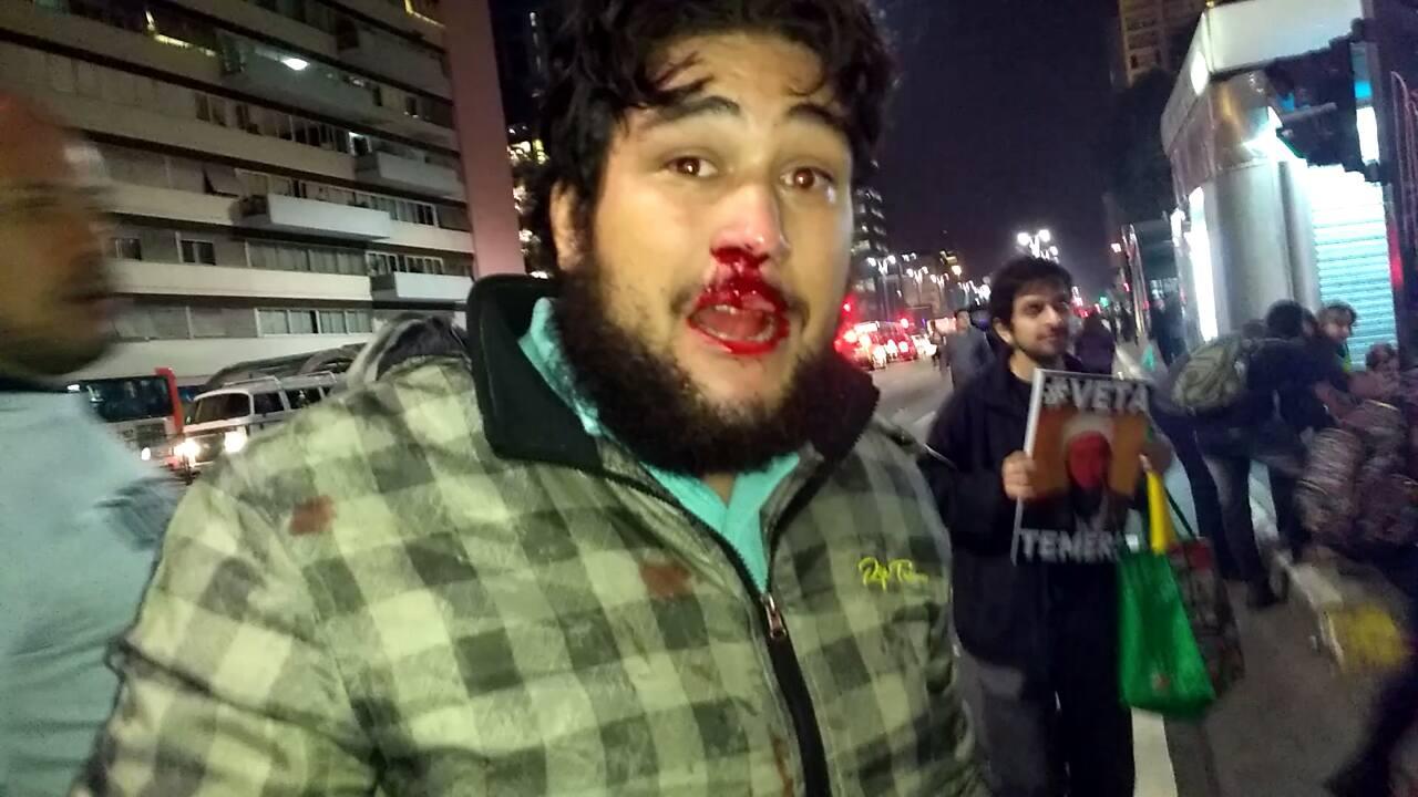 David, agredido pela turba muçulmana de Hasan Zarif