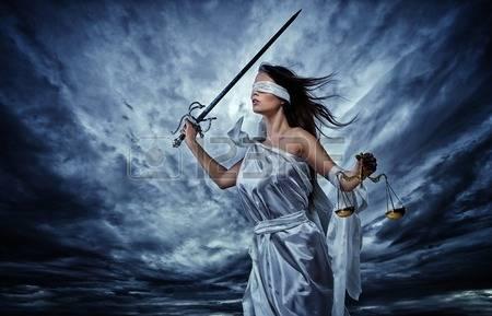 Deusa da Justiça na tempestade