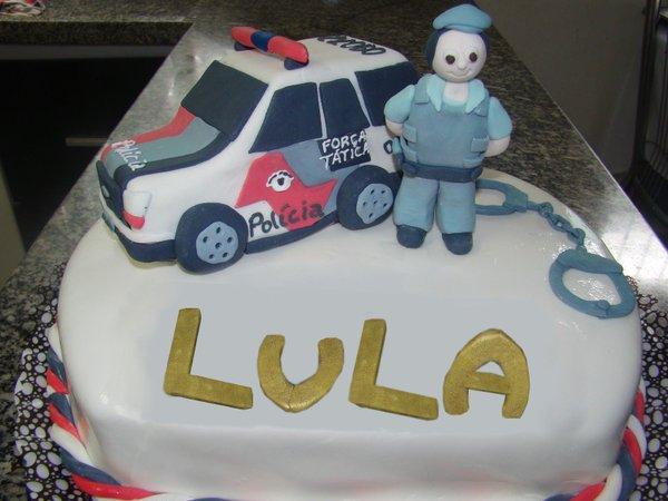 Bolo do Lula com viatura da PM