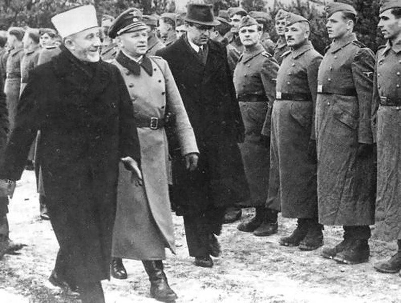 Grande Mufti Amin al-Husseini inspeciona tropas nazistas