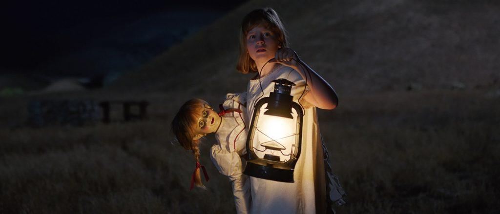 Lulu Wilson como Linda em Annabelle 2: A Criação do Mal