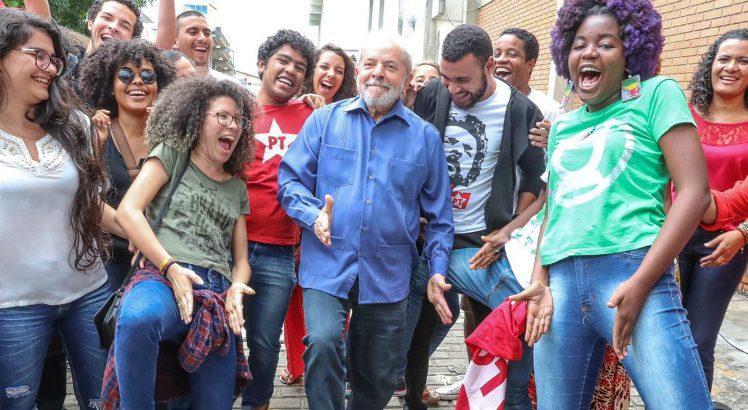 """Lula dá """"sarrada"""" com a Juventude do PT"""