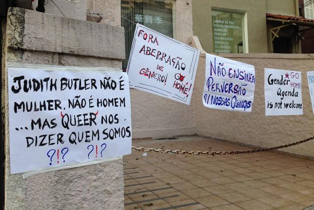 Protesto contra Judith Butler, idealizadora da ideologia de gênero