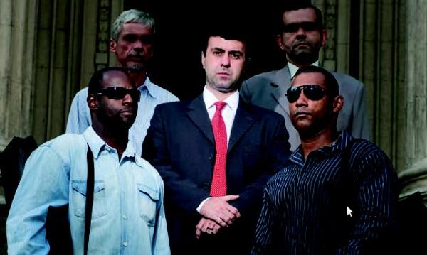 Marcelo Freixo e seus seguranças