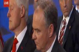 Bill Clinton dormindo na DNC