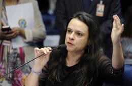 Janaína Paschoal discursa no Senado