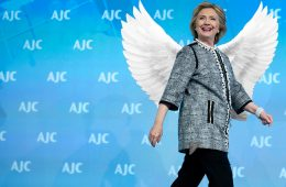Hillary Clinton com asas de anjo para a Victoria's Secret