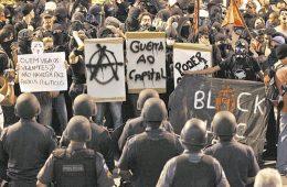 Black bloc vs PM