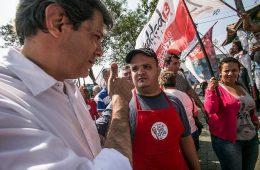 Fernando Haddad com sua militância de esquerda