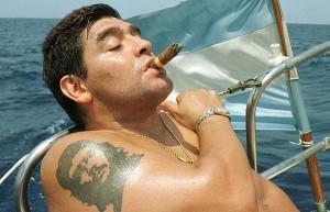 Maradona com tatuagem de Che Guevara