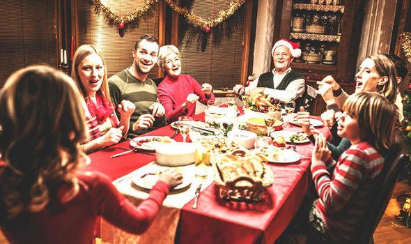 Família tradicional reunida no Natal