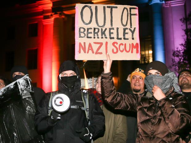 Protestos de extremistas de esquerda contra Milo Yiannapoulos em Berkeley