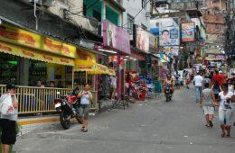 Comércio em uma favela carioca