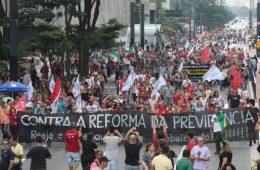 Protesto na Avenida Paulista contra reforma na Previdência