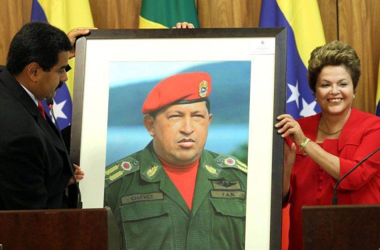 Maduro e Dilma com foto de Chávez