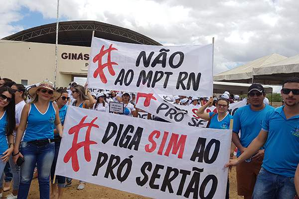 Protesto a favor do Pró-Sertão no RN