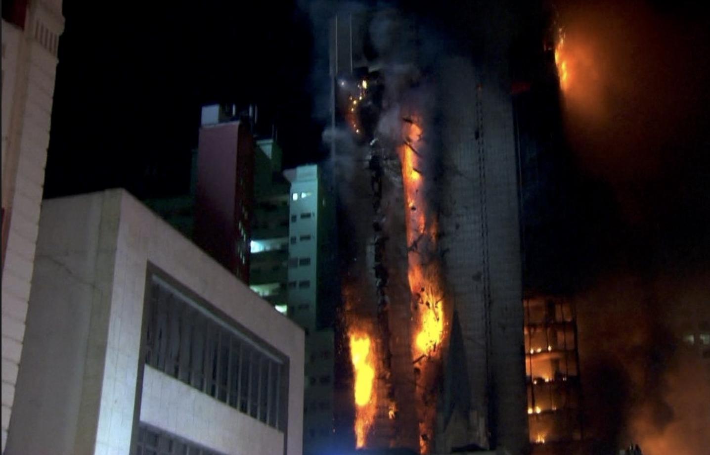 Incêndio no Largo do Paissandu, centro de São Paulo