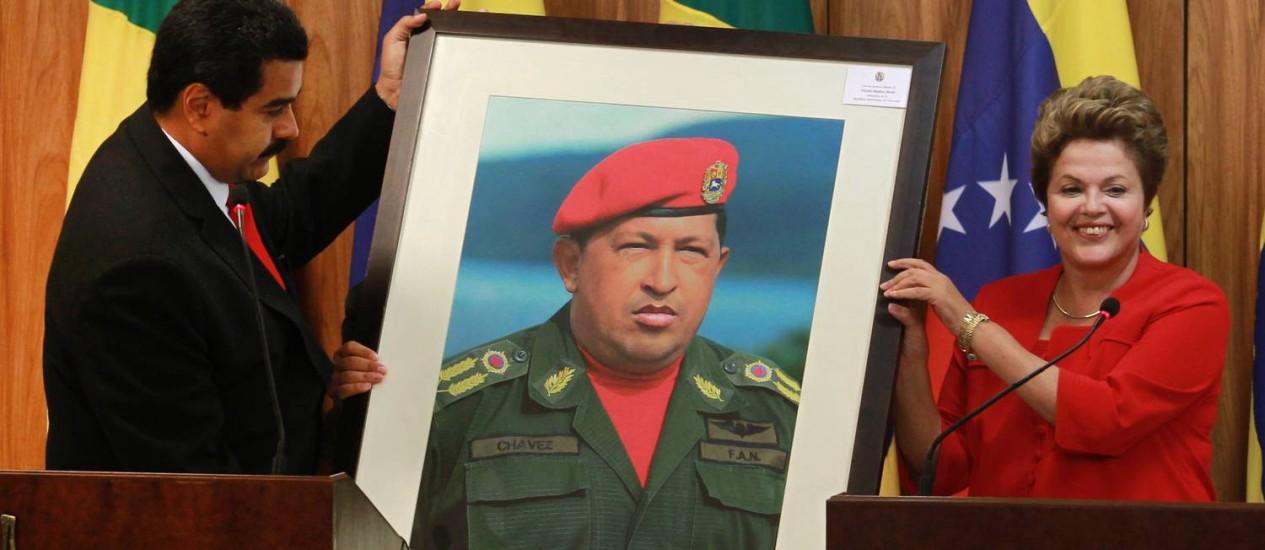 Maduro, Chávez e Dilma Rouseff do PT, ditadores da Venezuela