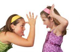 girls-fighting-1-640x425