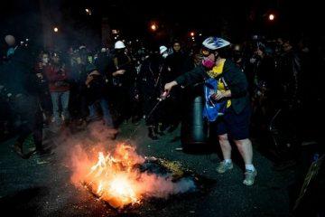 Biblia, cabeça de porco, bandeira americana, portland, queimar