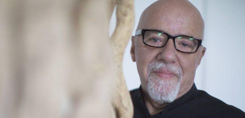 Paulo Coelho pede boicote a produtos brasileiros
